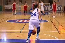 Jedním z účastníků finále bude karlovarská střední zdravotnická škola a vyšší odborná škola zdravotnická, jejichž barvy bude hájit tachovská basketbalistka Simona Valentová (číslo 24).
