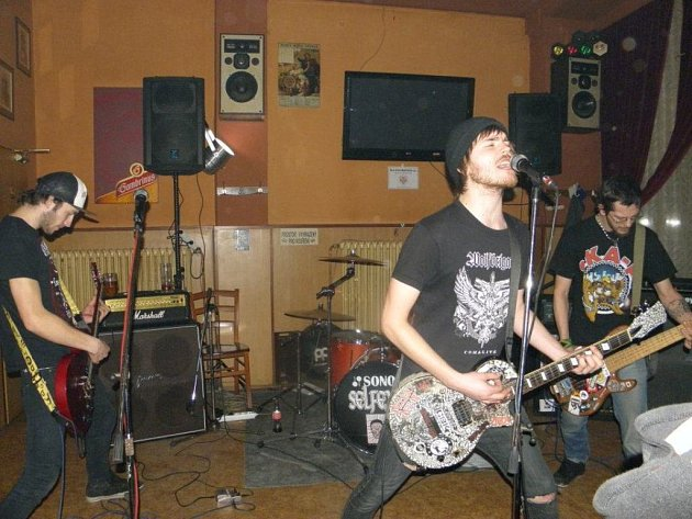 Na charitativním koncertě v chodovském Skleníku vystoupila i kapela Ourway (na snímku).