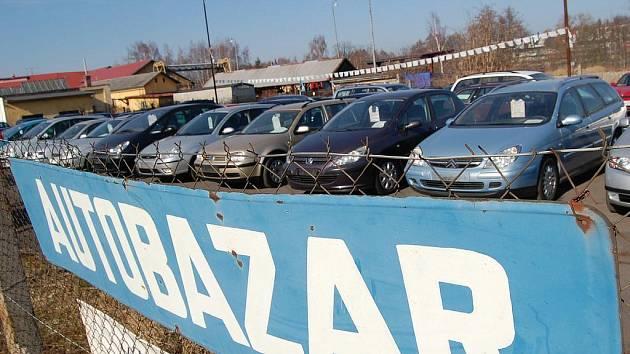 Prodejci ojetých vozidel si mohou přijít na slušné peníze. I jejich podnikání má však svá rizika. Narazit na podvodníka je pak může přijít pěkně draho. (Ilustrační foto.)