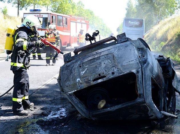 Při nehodě u Andělské Hory přišli o život tři lidé.