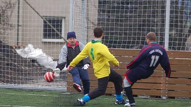 Karel Pavlovič (vpravo) si I. B třídu nezahraje. Jeho tým odmítl postup, který využili hráči Baníku Pila.