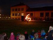 Základní škola v Hroznětíně pořádala lampionový průvod.