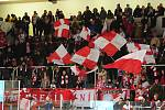 Hokejové utkání WSM Ligy - play off mezi celky HC Slavia Praha a  HC Energie Karlovy Vary 18. března v Praze. Fanoušci Slavie.