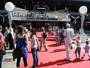 V karlovarském hotelu Thermal začal 2. července prodej vstupenek na Mezinárodní filmový festival Karlovy Vary.