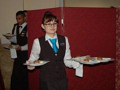 POPTÁVKA zaměstnavatelů je například po kuchařích, prodavačích, řemeslnících, ale také po servírkách a číšnících.