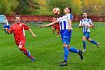 Deset porážek už má na kontě v podzimní části Horní Slavkov (v červeném), který tentokrát propadl na půdě karlovarské Lokomotivy, kde nakonec musel skousnout těsnou porážku 1:2.
