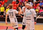 Na první domácí výhru si florbalisté FB Hurrican Karlovy Vary ještě musí v I. lize mužů počkat. O víkendu totiž dostali pořádnou lekci z produktivity od pražských Black Angels (v bílém), kteří si odvezli vysokou výhru 9:3.
