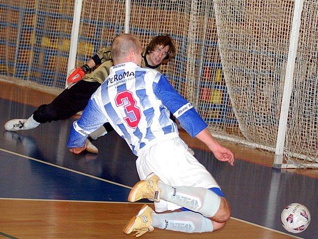 Futsalisté FutFetu svými výkony ve třetím kole divize určitě nezklamali. Po porážce s Materií si připsali vysokou výhru nad Čespem.