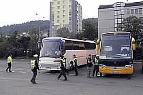 Policejní kontroly autobusů v Karlových Varech