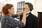 Příprava nové výstavy v Mattoni muzeu v Kyselce. Autorkou výstavy je výtvarnice Veronika Kudláčková Psotková ve spolupráci s kostýmní výtvarnicí a autorkou kostýmů ze seriálu Já, Mattoni Andreou Královou.