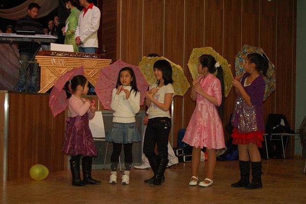 Vietnamci v Karlových Varech společně vítali příchod lunárního nového roku
