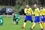 Dalovice (ve žlutém) slavily o víkendu výhru 3:1 nad týmem Sedlece (v zeleném).