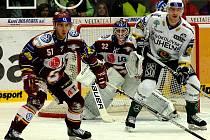 Ze zápasu 21. kola hokejové extraligy Energie Karlovy Vary (v bílém) - Sparta Praha 1:2.