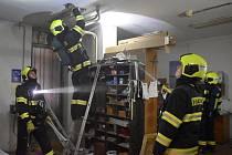 Evakuace Domova mládeže v Karlových Varech