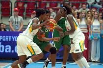 Ve skupině o konečné 13. až 16. místo si připsalo v KV Aréně vítězství Mali (v zeleném) nad Senegalem (v bílém) v poměru 69:67.