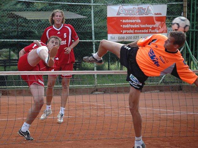 Nohejbalové mistrovství republiky v trojicích.