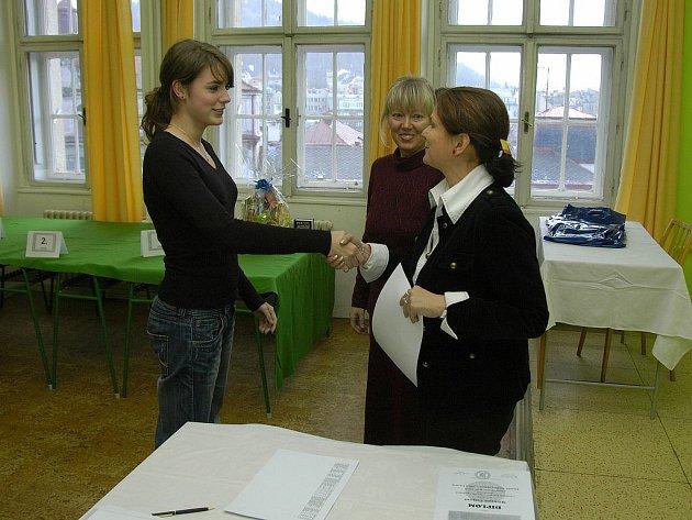 NEJÚSPĚŠNĚJŠÍ STUDENTI. V disciplíně opis vyhrála Michaela Čížková z mariánskolázeňského gymnázia.