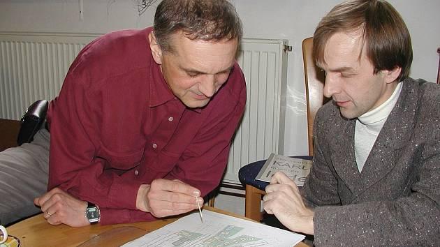 VIP záštita. Projekt družstva zaštítil v roce 2004 architekt David Vávra, na snímku s Břetislavem Kubíčkem.