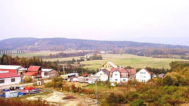 Na polích u Sedlece, která sahají až k otovickým rákosinám, chce Sedlecký kaolin těžit.