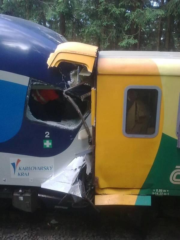 Vlaky po čelní srážce