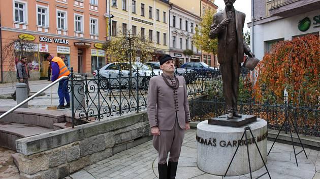 Pietní akt ke státnímu svátku 28. října na třídě T. G. Masaryka v Karlových Varech.