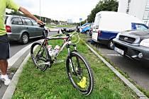 DVĚ NEHODY, a pokaždé byla příčina stejná. Řidiči osobních aut podle všeho nedali přednost cyklistům.