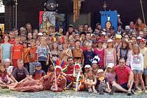 Téměř stovka dětí si užila začátek prázdnin na letním táboře v Manětíně.