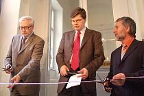 Ministr spravedlnosti Jiří Pospíšil (uprostřed) slavnostně zahájil v Karlových Varech provoz pobočky Krajského soudu Plzeň.