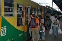 Zdražování jízdného Českých drah se dotkne pouze některých speciálních tarifů. Běžní cestující budou jezdit za stejné ceny jako doposud.
