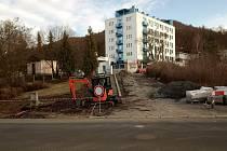 Lidickou ulici přejdou lidé bezpečněji. Město zde buduje nový přechod.