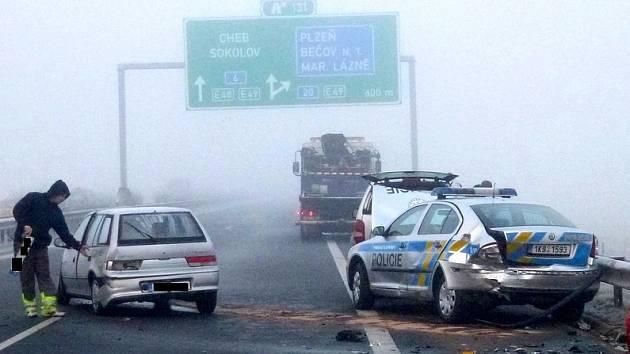 Hromadná doprava na R6 uzavřela silnici na dvě a půl hodiny