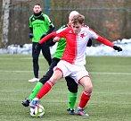 V prvním kole zimního turnaje v Ostrově si připsalo na konto cennou výhru 2:1 Královské Poříčí (v zeleném), které porazilo dorost karlovarské Slavie (v červenobílém).