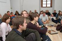 Tradiční přednášková akce s názvem Scholé se opět koná na faře v Holostřevech.