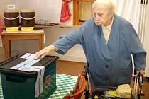 V domově penzionu v Karlových Varech volila Anna Štorkánová, která v březnu oslavíí 101 let