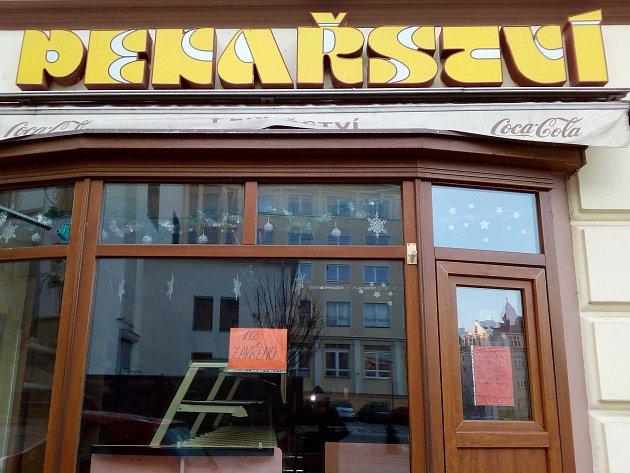 PRÁZDNÝ KRÁM. Prázdná a uzavřená prodejna firmy Pekosa v Karlových Varech.