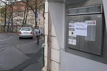 Na babybox karlovarské nemocnice útočí vandalové.