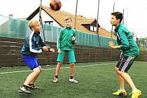 Na hřišti v Sedleci si sice mohou děti hrát, ale soudem mají zakázáno hlučení.