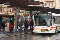 Rozdvojená. Linka číslo 5 se od 1. ledna rozdělí na dvě — 5 a 19. Druhá z nich pak bude zajíždět k Hornímu nádraží.
