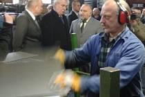 Výrobu v Toužimi si prohlédl i prezident republiky Miloš Zeman.