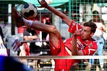 Patnáctiletý talent Lukáš Tolar si v letošní sezoně vystřihl i premiéru v extraligovém A-týmu karlovarského Liaporu.