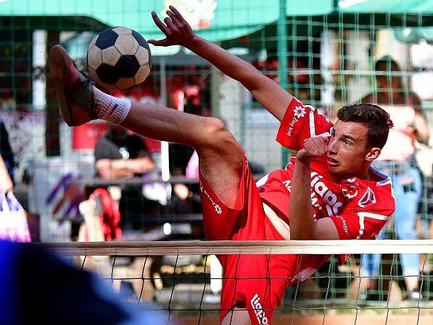 Patnáctiletý talent Lukáš Tolar si vletošní sezoně vystřihl ipremiéru vextraligovém A-týmu karlovarského Liaporu.