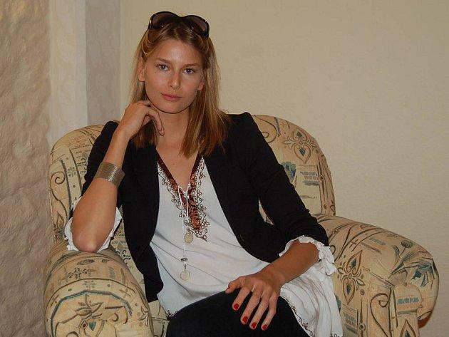 S Hanou Soukupovou jsme si povídali v příjemném prostředí karlovarského hotelu Promenáda. Namísto nafoukané hvězdy nás čekala příjemná a pohodová slečna.