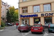 Jde jim o parkoviště. Společnost Linas Trade Group vybudovala v roce 2003 v Tuhnicích na městských pozemcích parkoviště pro své potřeby. Nyní chce parcely od města zadarmo.
