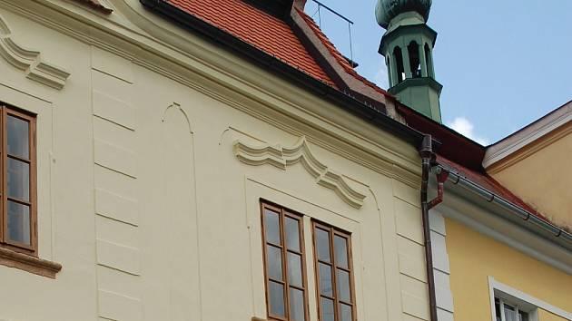 JAKO NOVÉ. Jako nové nyní vypadá muzeum na náměstí v Žluticích. Důvodem je nová přední fasáda.