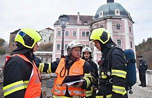 Bečov nad Teplou – Jednotky požární ochrany z druhého stupně požárního poplachu zasahovaly v areálu státního hradu a zámku v Bečově nad Teplou.