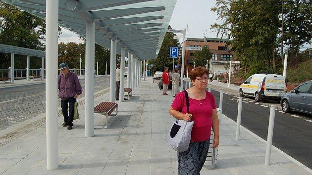 Pod Horním nádražím v Karlových Varech byl včera slavnostně otevřen nový dopravní terminál.