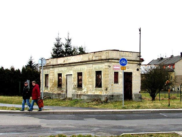 Zakonzervované stavení v ulici Krušnohorská nedaleko jednoho z obchodních řetězců už nebude esteticky narušovat prostranství