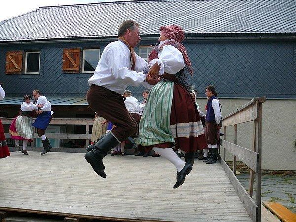 Soubor písní a tanců Dyleň oslaví 1. prosince v karlovarském městském divadle 50. výročí založení.