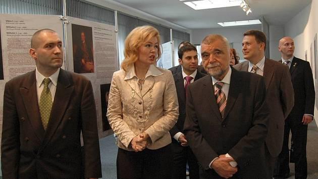 Drahá návštěva. Návštěva chorvatského prezidenta Stjepana Mesiće (na snímku s primátorkou Veronikou Vlkovou) při setkání šlechty v Karlových Varech přišla město na statisíce.