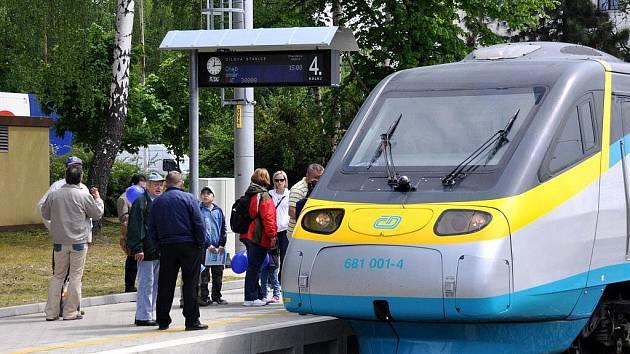 SC PENDOLINO bude jezdit jednou týdně v sobotu na trase Bohumín - Františkovy Lázně. Snímek je z předváděcí jízdy tohoto vlaku, kdy se zastavil také v Mariánských Lázních.